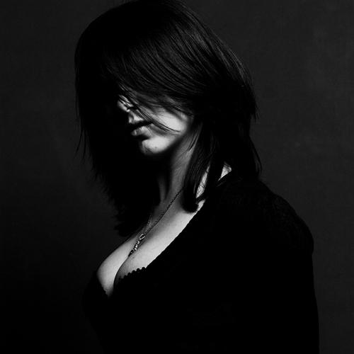http://fraser.typepad.com/frolix_8/images/dhg_dark.jpg